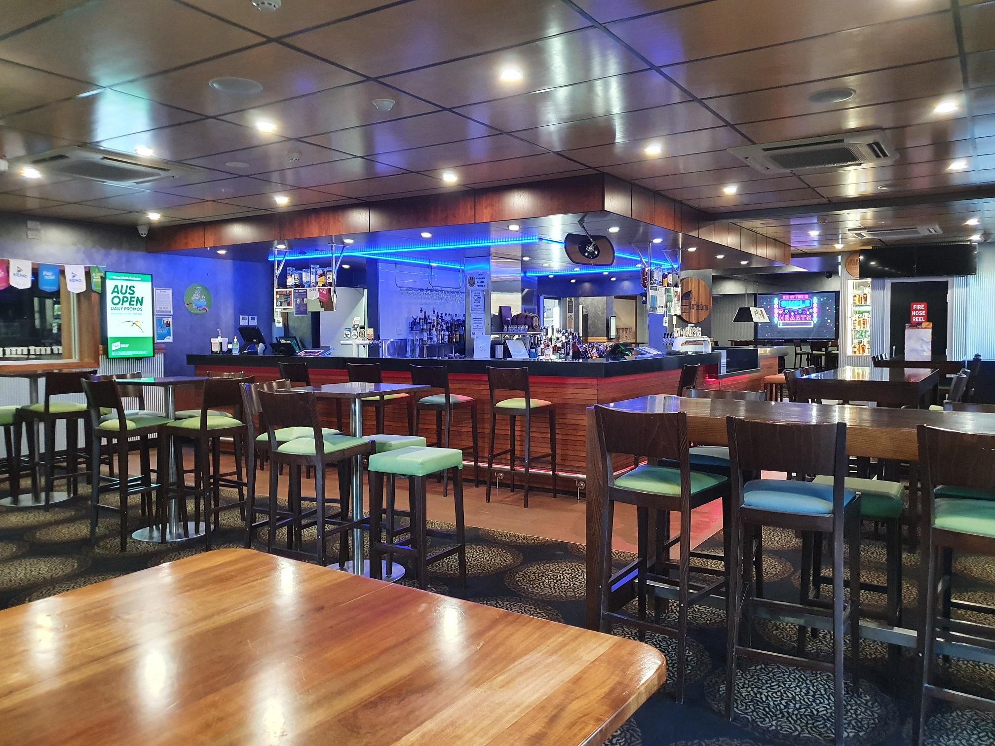 Sports bar 8 2